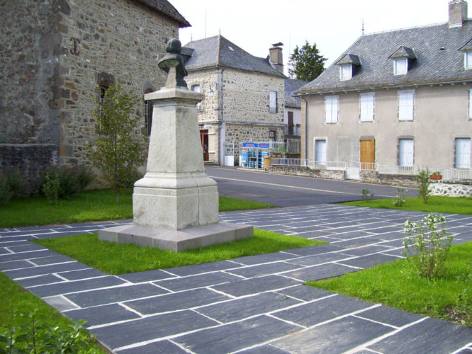 Requalification de la place de la mairie, Saint-Illide